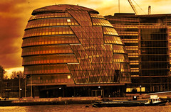 London City Hall (J.Salmoral) Tags: inglaterra england orange building london tower rio river torre unitedkingdom cityhall edificio londres naranja hdr ayuntamiento riu reinounido ajuntament anglaterra regneunit juanillooo fostersnutsack leaningtowerofpizzas juansalmoral