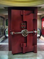 The Rumours Of Escalator Safety Have Been Greatly Exaggerated (Peter Kurdulija) Tags: new old canon shopping funny escalator humor arcade bank powershot zealand wellington safe 1000 kurdulija a550