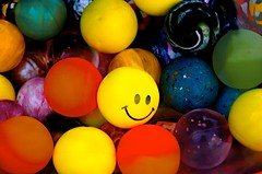 Face in a crowd (vividBreeze) Tags: colors smile face yellow smiley oneinamillion keepsmiling faceinacrowd