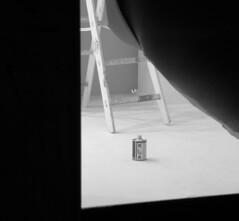 Barattolo protagonista (Claudio Cicali) Tags: negozio vetrina barattolo