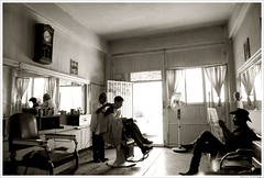 Peluqueria Juarez - Juarez Barbershop (- Nahum -) Tags: blackandwhite bw chihuahua blancoynegro beautiful hat hair mexico is nikon cowboy mood shot cut captured atmosphere bn youve barbershop barber client barbers cabello peinado espaol the nahum chiwas cliente holguin ordonez cabellos ordoez rasurado loev peluqueros d80 pefect rasuradora stilist estilistas barberos notchih nikond80 chihuas hairdreser ltytr1 peluquerias peluqueriajuarez nikond80espaol imagenganadorapremiochihuahua avertedvision