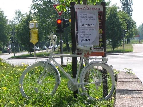 Mahnrad Ostseestraße Ecke Greifswalder Straße in Berlin