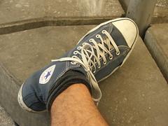 DSCF4852 (lxgr) Tags: school foot shoe converse chucks theresianum vorbereitungszeit rauchereck