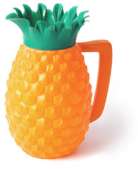 Pineapple Pitcher, 1960s (galessa's plastics) Tags: brazil history industry kitchen brasil vintage design designer kitsch collection jug brazilian 1960s product materials histria industrialdesign esdi plastics consumerculture polymer productdesign plsticos materialculture designdeproduto polmeros desenhoindustrial designhistory galessa gersonlessa histriadodesenhoindustrial histriadosplsticos plasticsindustry classicplastics