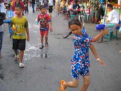 Songkran-Water-Fight-Bangkok-Weekend-Market