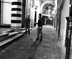 Alberto tra i vicoli di Genova