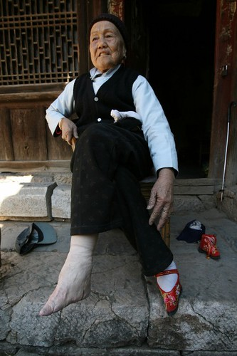 Chinese Bound Feet(4) por johnbullas.