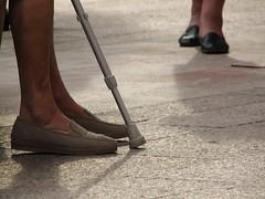 Punto de encuentro. Meeting point (sairutsakiss) Tags: street people españa calle spain shoes gente legs streetphotography asturias zapatos mieres piernas vejez asturies terceraedad ancianas fotografíadecalle sairutsakiss cuencasmineras cuenquesmineres