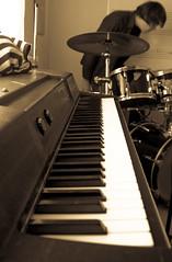 _DSC0049 (Siggidóri) Tags: music students studio drums raw nef bass guitar recording lightroom electricbass recordingsession bassi gítar adobergb hljómsveit nemendur upptökur trommur hljóðver musicstudents samspil tónlistarskólireykjanesbæjar grayscalemonotonebwsepiasplittoning