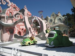 The Grinch That Stole Christmas set. (03/31/07)