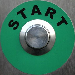 Start (raumoberbayern) Tags: red green topv111 topv2222 start circle munich mnchen dispenser topv555 topv333 findleastinteresting topv1111 topv999 topv444 topv222 squaredcircle topv777 topv3333 topv666 squared squaredcircleicon topv888 cigaret robbbilder zigarettenautomat topf5 rckgabe
