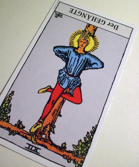 タロットの吊るされた男の特徴・正位置と逆位置の違い