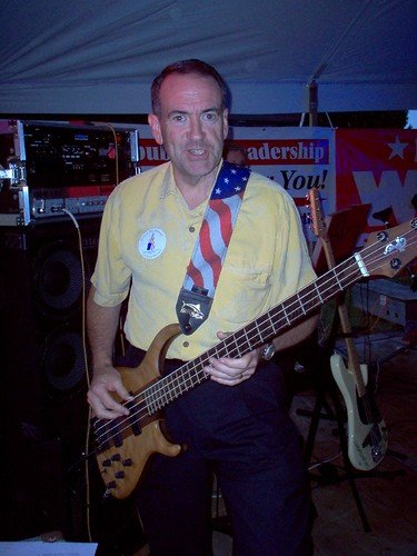 Huckabee Apprantly Scrivening A Bass Guitar (Photo: protectourprimary, flickr)