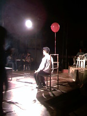 El afectado (La Pluma) Tags: light red man color art luz teatro rojo theater arte venezuela ballon caracas obra hombre globo rajatabla
