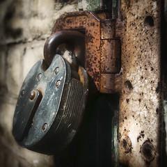 У кого больше замок - у того безопасность круче