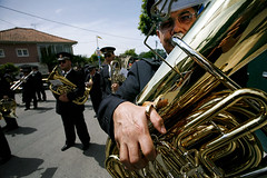 07125D2662 (Paulgi) Tags: street roses party music portugal book europe lima band vila franca outtake pilgrims romeiros minho 17mm paulgi utatainuniform romeirosouttakes