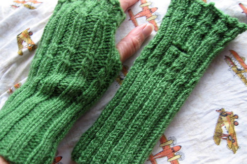 green fingerlessgloves on