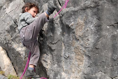 Yon (3 ans) s'attaque au Roc Dachary
