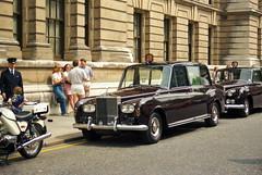 Rolls Royce London 1984 (orangevolvobusdriver4u) Tags: greatbritain london rollsroyce 1984 rolls limousine royce grossbritannien oldlondon london1984 archiv1984