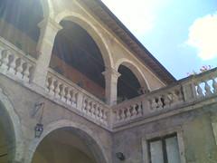 Cortile del castello di Fiano Romano (IcsArtics) Tags: tower landscapes torre paesaggi nokia6630 castel castelli medioevo fianoromano