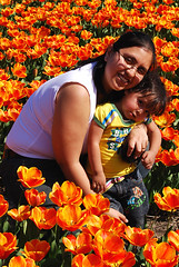 Perla & Daniela in Tulips