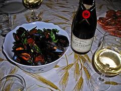 e adesso champagne (Geomangio) Tags: food y champagne u cibo cozze gamberi afrodisiaco lussuria mazzancolle ruhm geomangio gironedeigaudenti noaitagligelmini nogelminiday