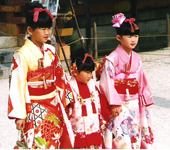 Shichi-Go-San Festival at Heian Jingū in Kyoto 2003 (sftrajan) Tags: festival japan kids children japanese kyoto shrine kimono shinto nihon 平安神宮 heianjingu childern 일본 heianjingū япония shichigosanfestival জাপান