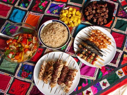Tafadhalu ..    تفضلوا الغداء جاهز