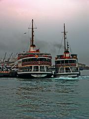 Istanbul Vapur-Flirting :) (derya_t) Tags: sea ferry turkey türkiye istanbul İstanbul deniz vapur bosphorus marmara boğaz fotoğrafkıraathanesi turchiatürkiye
