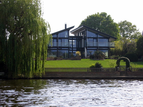 Huf Haus in Thames Ditton