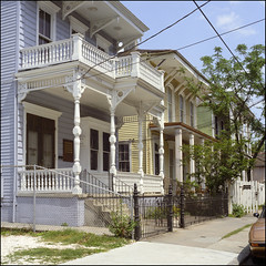 New Orleans 1984 (jeff lamb) Tags: architecture fence us louisiana neworleans landmark historic vernacular spindles prc posts marengo eastlake italianate 2story neworleansbracketted sidehalltownhouse noahsurvey repetetiverow frontgalleried