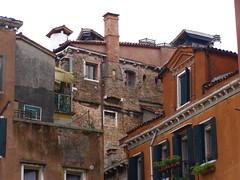 Texturas de Venecia (color) (juandesant) Tags: venice red chimney italy brick ladrillo rojo italia 2006 textures walls venecia texturas muros chimenea flickrexplore explored 200610 myexplore myexplored