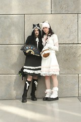 2007-03-24a 7D 0076 (cosplay shooter) Tags: girls anime comics costume comic cosplay manga leipzig convention cosplayer rollenspiel buchmesse 2007 bookfair roleplay lbm leipzigerbuchmesse 2500z x201210