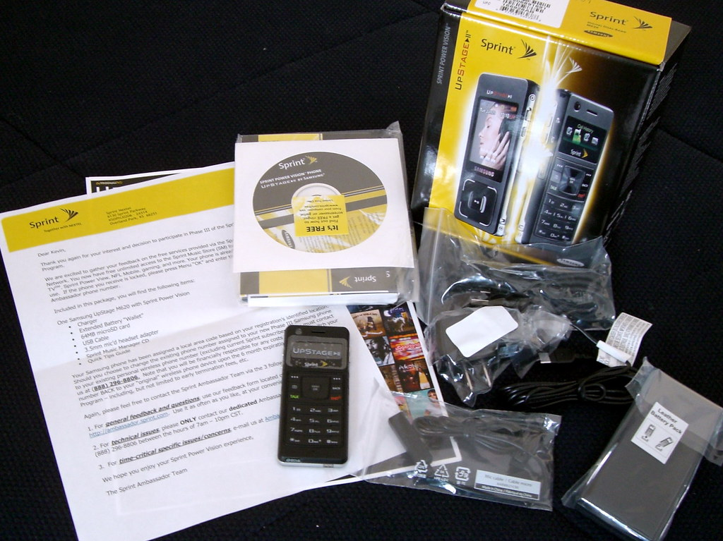 Unboxing: Sprint's Samsung Upstage cellphone