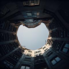 Y se hizo la luz (Cea tecea) Tags: barcelona light building luz holga gaudi modernisme pedrera awaitingteo