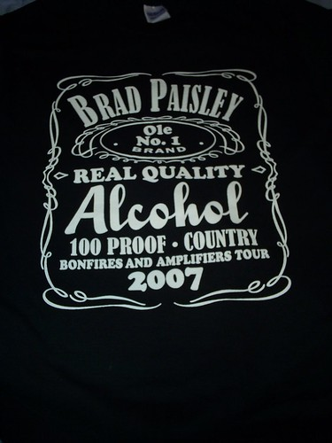 brad paisley shirt off. rad paisley concert at the