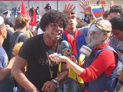 Manifestante declarando a Globovisión