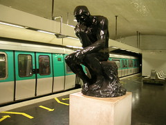 (13) Varenne - Paris (France) (Meteorry) Tags: paris france station statue train underground subway europe gare mtro platform arrows quai rodin ratp thethinker augusterodin lepenseur varenne meteorry mtropolitain mf77