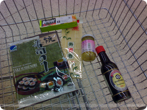 shopping for 太巻き - futo-maki, a combination of fish and vegetables