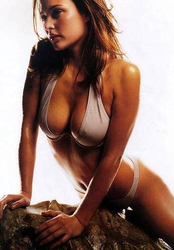 Josie Maran en bikini
