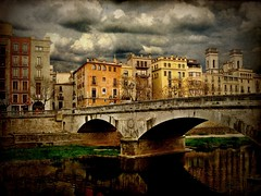 El Pont de Pedra (The Stone Bridge) - Stormy Day version (ToniVC) Tags: city bridge urban canon river bravo searchthebest girona powershot gerona stonebridge onyar magicdonkey outstandingshots a640 superaplus aplusphoto pontdepedra goldenphotographer diamondclassphotographer flickkrdiamond tonivc