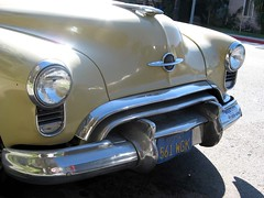 1949 Oldsmobile Rocket 88 nose (Ate Up With Motor) Tags: cars la 1949 oldsmobile rocket88 futuramic