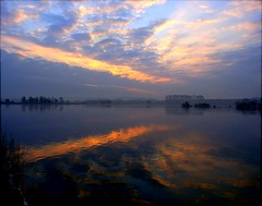 morning reflections (algo) Tags: england sky lake water misty clouds reflections photography dawn topf50 topv333 bravo searchthebest quality topv1111 topv999 algo ricoh compact halton magicdonkey tringreservoirs 70407 200750plusfaves