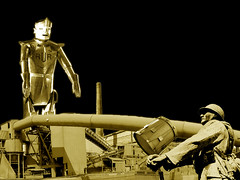 (SpUtNik 23 -RUR und MKZ) Tags: soldier factory belgium belgique drum robots universal usine charleroi fabrique rossum