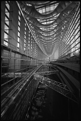 Criss-Cross (gullevek) Tags: roof blackandwhite building film glass japan metal architecture geotagged tokyo fuji iso400   neopan  scannedfromnegative fujineopanpresto400 epsongtx900 voigtlnderbessar3a voigtlnderultrawideheliar12mmf56 geo:lat=3567737 geo:lon=139764706