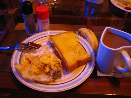 5.19早餐-煎蛋+半片法國土司+芭蕉及咖啡