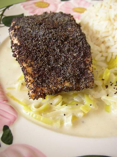 hemc 10 - filetes de salmón rebozada en amapola con salsa de puerro y fino