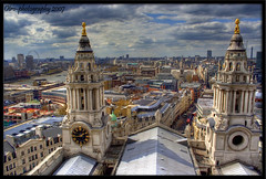 London from the Stone Gallery (otrocalpe) Tags: city uk travel roof england sky holiday london eye church saint st thames skyline architecture canon paul 350d san europa europe catholic cathedral paolo unitedkingdom britain euro reverend christopher thecity chiesa cupola dome wren capitale 1855 sir londra pound viaggio architettura queenvictoria hdr christmascarol 1700 inghilterra cattedrale santuario stonegallery bretagna anawesomeshot otrocalpe npnr leuropepittoresque