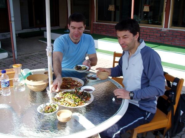 Во дворике ресторана