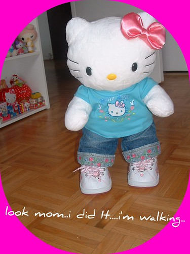 HELLO KITTY WITH HER NEW SHOES by Pink♥World.